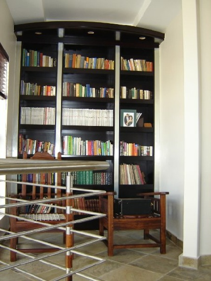 Book shelfs and built in cupboards in pretoria for Kitchen installers gauteng